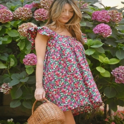 𝓜𝓲𝓷𝓲 𝓻𝓸𝓫𝓮 𝓪 𝓯𝓵𝓮𝓾𝓻𝓼 🌷🌷🌷 A retrouvée en magasin en 3 couleurs  #minidress #flowerpower #dolcevita #summervibes